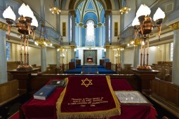 View towards the sanctuary in the Singers Hill Synagogue, Birmingham. Note the dedication on the cloth.