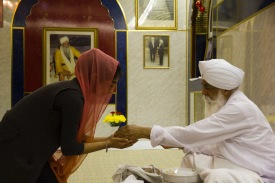 A woman is served food at the Gudwara.